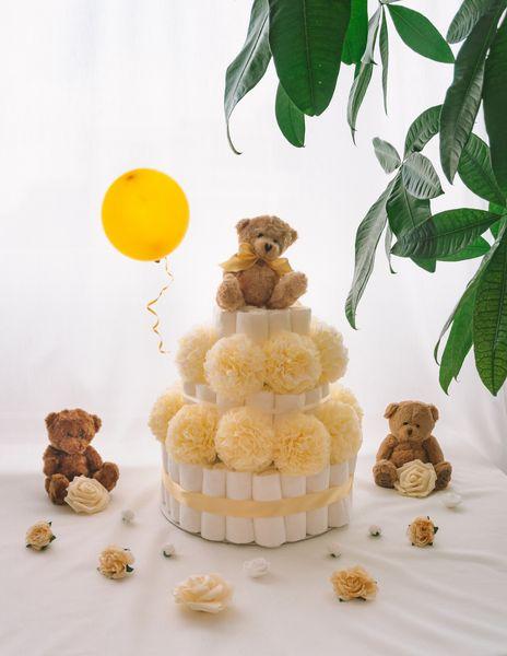 Torta iz plenic Zlatko dekorirana baby shower