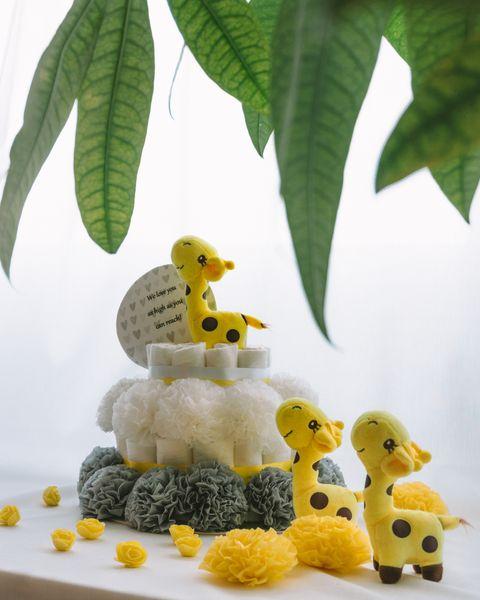 Plenicna torta Rumenko dekorirana baby shower
