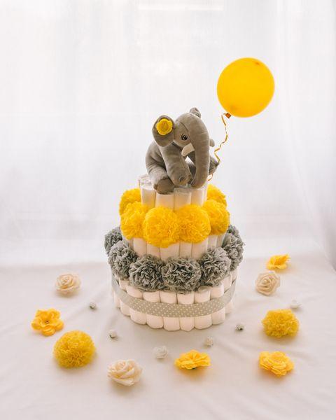 Torta iz plenic Sivcek dekorirana baby shower