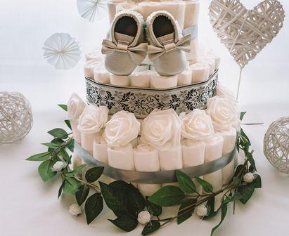 Torta iz plenic Biser dekorirana baby shower