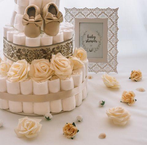 Torta iz plenic Zlatica dekorirana baby shower