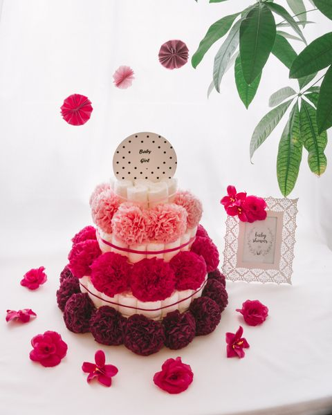 Torta iz plenic Pupika dekorirana baby shower