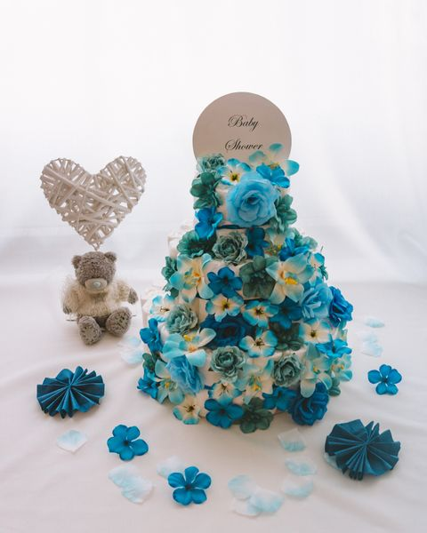 Torta iz plenic Iris dekorirana baby shower